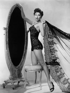 Ava Gardner vintage glamour and candid photographs. Glamour Vintage, Pin Up Vintage, Old Hollywood Glamour, Vintage Hollywood, Hollywood Stars, Classic Hollywood, Retro Vintage, Classic Actresses, Beautiful Actresses