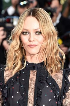 \Vanessa Paradis wore her hair with a center-part and beach-chic waves at the Cannes premiere of 'From the Land of the Moon.'