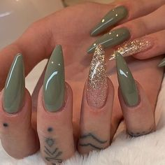 Pretty stiletto nsils Green and gold glitter stiletto nails Stylish Nails, Trendy Nails, Cute Nails, Nail Swag, Perfect Nails, Gorgeous Nails, Perfect Makeup, Glitter Nails, Gel Nails
