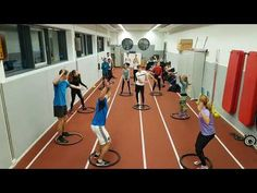 Frankfurt, Games For Kids, Activities For Kids, Physical Education, Karate, Volleyball, Physics, Athlete, Basketball Court