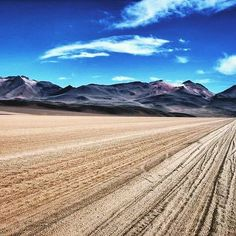 True or false: You can #travel from #SanPedroDeAtacama in #Chile to the #uyunisaltflats in Bolivia.  #travel #trivia on #tuesday #ttot