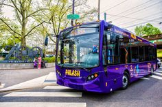 The Philly PHLASH transports visitors and locals all around town to key sights and attractions. (Photo by J. Fusco for Visit Philadelphia)