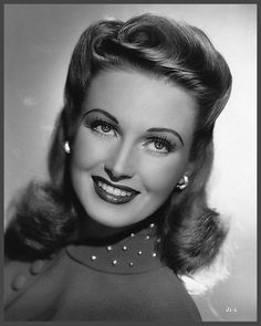 """June LANG '30-40 (5 Mai 1917 - 16 Mai 2005.Born Winifred June Vlasek in Minneapolis, Minnesota (parents: Edith and Clarence Vlasek), she originally trained as a dancer in """"kiddie reviews"""" and went to Hollywood at the urging of her mother.  Lang died just 11 days past her 88th birthday in Valley Village, California. She is buried in Forest Lawn Cemetery in Los Angeles, California."""
