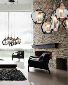 Chromowana lampa wisząca z pięcioma źródłami światła będzie pięknie wyglądać w salonie. #mlamp #lampa #oświetlenie #stylnowoczesny #salon #wystrójwnętrz #zwis