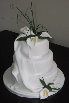 Calla Lily cake but cake all smooth no flowing extra fondant stuff on the side