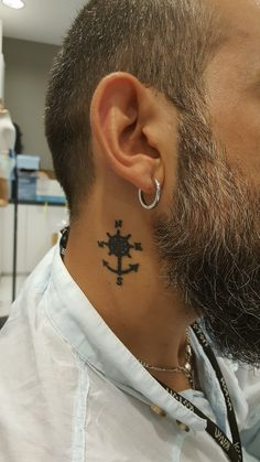 Neck Tattoos for Men: There are many tattoo designs that easily grab attention. Also, there are various body areas where tattoos look more attractive and always visible Small Neck Tattoos, Best Neck Tattoos, Neck Tattoo For Guys, Cool Tattoos For Guys, Tattoos For Women Small, Trendy Tattoos, New Tattoos, Sleeve Tattoos, Tattoo Neck