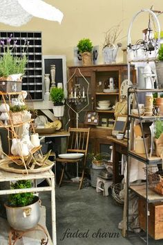 Faded Charm: ~The Farm Chicks Adventure~ great stuff in that booth! Antique Booth Displays, Antique Booth Ideas, Antique Mall Booth, Craft Booth Displays, Booth Decor, Vintage Display, Antique Stores, Display Ideas, Window Displays