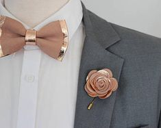 Rose Gold nude leather bow tie for men,boys rose gold wedding bow tie, boutonnere, genuine gold leahther toddler bowtie,blush pink peach by NevesticaWeddings on Etsy Bow Tie Wedding, Wedding Suits, Wedding Rings, Bridal Rings, Gold Wedding Dresses, Rose Gold Dresses, Wedding Cakes, Wedding Bridesmaids, Wedding Themes