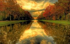 Papel de parede com um amante da paz suaves boa-árvores e rio céu paisagem