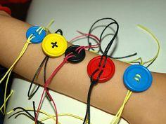 καρυδότσουφλο : Βραχιόλια από κουμπιά!