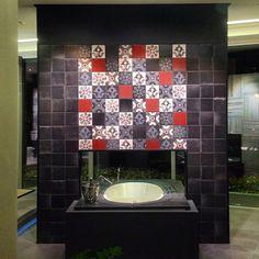 Δημιουργίες των εκθέσεων μας στην Ανθούσα, Πειραιά και Χαϊδάρι. Μπάνιο Χαϊδαρίου. Μάθετε περισσότερα για την εταιρία μας στο www.kypriotis.gr Sink, Home Decor, Sink Tops, Vessel Sink, Decoration Home, Room Decor, Vanity Basin, Sinks, Home Interior Design