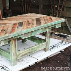 Gorgeous DIY {Chevron Pallet Coffee Table!}