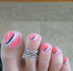 Toe Nail Designs give certain elegance to any woman's feet. Toe nail designs are beautiful and they complete the fashion look on every pedicure. Cute Toe Nails, Get Nails, Fancy Nails, Toe Nail Art, Love Nails, Pretty Nails, Hair And Nails, Pretty Toes, Pink Nails