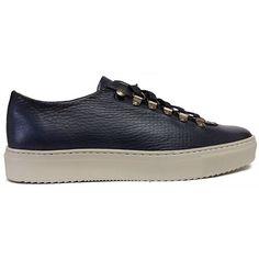 Zapato deportivo tipo bamba con la piel grabada en color azul de Calce vista lateral