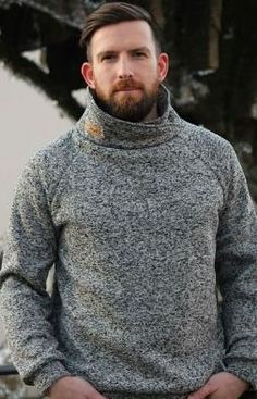 Loose-fitting raglan pullover with hood, stand-up collar, loop collar or simple cuffs - Sewing instr Sewing Men, Love Sewing, Sewing Clothes, Diy Clothes, Crochet Pullover Pattern, Raglan Pullover, Diy Mode, Sewing Projects For Kids, Sewing Ideas