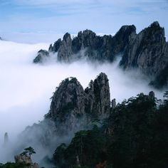 Huangshan is perhaps the most famous mountain in China. It is said that if you have visited Huangshan, then you don't need to visit other mountains in China. Alaska, Chinese Mountains, Sacred Mountain, Mountain Wallpaper, Natural Scenery, World's Most Beautiful, Beautiful Places, Beautiful Scenery, Cloud