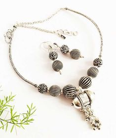 For fashionista in you! Enjoy and have fun ! Great as gifts! Beaded Jewellery, Oxidised Jewellery, Jewelry Patterns, Necklace Designs, Necklace Set, Earring Set, Ethnic, Jewelery, Chokers