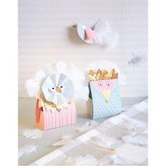 Piękne dekoracje na upominki DIY #mojebambino   http://www.mojebambino.pl/swieta-narodowe/824-biale-piorka.html