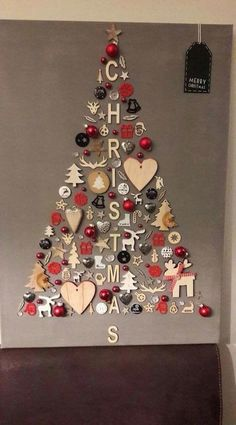christmas tree ideas unique DIY Christmas Wall Decor Ideas for 2019 that spells out the Christmas joy in the most appropriate way - Saudos Wall Christmas Tree, Noel Christmas, Christmas Signs, Simple Christmas, Christmas Ornaments, Christmas Ideas, Christmas Wall Decorations, Christmas Tree Ideas For Small Spaces, Christmas 2019