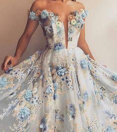 Long Prom Dresses – Hot Advice Even Parents Will Love – Lady Dress Designs Grad Dresses, Ball Gown Dresses, Evening Dresses, Dress Up, Bridesmaid Dresses, Dress Prom, Wedding Dress, Elegant Dresses, Pretty Dresses
