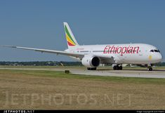 Ethiopian's first Dreamliner heads back to KPAE fresh of the paint shop.. ET-AOQ. Boeing 787-8 Dreamliner. JetPhotos.com is the biggest database of aviation photographs with over 3 million screened photos online!