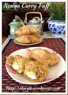 –Flaky or Spiral Curry Puffs(脆皮咖喱卜) - Guai Shu Shu Curry Puff Recipe, Vegetarian Recipes, Cooking Recipes, Savoury Recipes, Empanadas Recipe, Singapore Food, Asian Recipes, Ethnic Recipes, Flaky Pastry