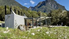 The Department of Conservation Routeburn shelter, a winner in the public architecture category, uses concrete that both collects heat and echoes the gravel of the nearby river. Conservation Architecture, Public Architecture, Space Architecture, Sustainable Architecture, Contemporary Architecture, New Zealand Mountains, Great Walks, Outdoor Gear, Sustainability