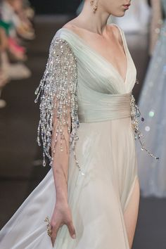 Georges Hobeika at Couture Fall 2018 - Bridal Gowns Georges Hobeika, Ball Gowns Evening, Evening Dresses, Elegant Dresses, Pretty Dresses, Couture Dresses, Fashion Dresses, Cocktail Vestidos, Gypsy Fashion