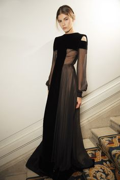 VIP Pass Backstage Fashion Show Backstage at Valentino Couture Fall 2013 Style Haute Couture, Couture Fashion, Runway Fashion, Womens Fashion, Vogue Fashion, Haute Couture Gowns, London Fashion, 1940s Fashion, High Fashion