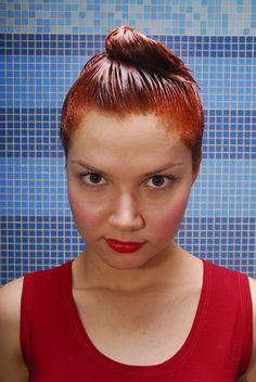 ¿Qué hacer si has teñido tu cabello de un tono muy oscuro? | eHow en Español