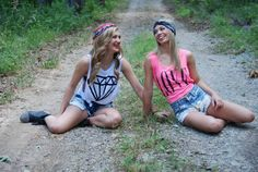 Best friends. Teen girl photography. Senior pics.