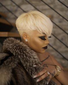 New Ideas Hair Color Blonde Platinum Bombshells Short Sassy Hair, Cute Hairstyles For Short Hair, Pretty Hairstyles, Short Hair Cuts, Curly Hair Styles, Natural Hair Styles, Short Blonde Pixie, Trendy Hair, Cortes Pixie Cut