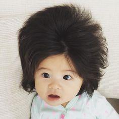 Questa bambina giapponese ha 6 mesi e i capelli più folti della maggior  parte di noi - KEBLOG 8660c1e83f64