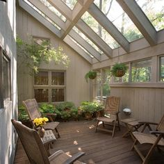 Love this sunroom! Neutrals patio - Love this sunroom! Neutrals patio La mejor imagen sobre diy home decor para tu gusto Estás buscand - Outdoor Rooms, Outdoor Living, Traditional Porch, Sunroom Furniture, Casas Containers, Glass Roof, Glass Ceiling, Patio Roof, Pergola Plans
