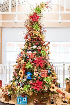 Elegant Christmas Trees, Christmas Sale, Christmas Themes, Christmas Tree Decorations, Christmas Crafts, Xmas, Holiday Decor, Christmas In Puerto Rico, Happy Holidays