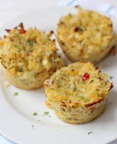 Heb je zin in bloemkool, maar wil je het eens op een andere manier bereiden? Probeer dan eens dit recept voor bloemkooltaartjes uit de oven.