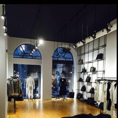 FÉLINE montreal clothing store, using matte black Abstracta modular displays for their wall display. #retaildisplay