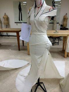 Lovely lines Fashion Sewing, Diy Fashion, Clothing Patterns, Dress Patterns, Moda Peru, Pattern Draping, Diy Kleidung, Dress Tutorials, Pattern Cutting