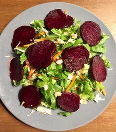 Salade met geroosterde bieten en walnoten