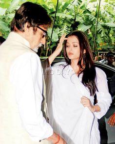 Amitabh Bachchan and Aishwarya Rai Bachchan at Aadesh Shrivastava's prayer meet. #Bollywood