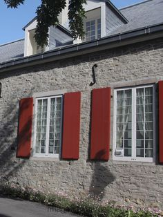 Château de Ramezay Information, Architecture, Garage Doors, Youth, Canada, Outdoor Decor, Vintage, Home