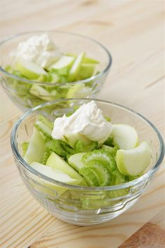Простейший салат с сельдереем и зеленым яблоком рецепт с фото