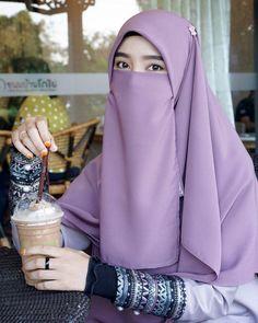 Hijab Teen, Arab Girls Hijab, Muslim Girls, Casual Hijab Outfit, Hijab Chic, Hijab Niqab, Beautiful Muslim Women, Beautiful Hijab, Niqab Fashion