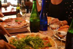 Excellente adresse pour manger une pizza bianca arrosée de roquette. En revanche l'amabilité des serveurs et le temps d'attente nous donnerait presque envie d'aller voir ailleurs.