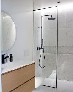 "Elina - VILLAKRISTO on Instagram: ""Kylppärirakkautta ✨ Bathroom love✨ Happy monday folks!🥳 . . . . . . . . #bathroomgoals#badrumsinspo #badrum#badrumsdrömmar…"" Bathroom Goals, Bathroom Inspo, Dream Bathrooms, Alarm Set, Sink, Cleaning, Shower, Instagram Posts, Happy Monday"