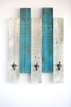 Love this Reclaimed Wood Wall Hook by Drakestone Designs on Reclaimed Wood Projects, Salvaged Wood, Diy Wood Projects, Wood Crafts, Pallet Pictures, Vintage Bedroom Furniture, Wood Plans, Wood Pallets, Wall Hooks