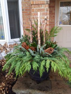 How to make your own outdoor holiday planter. - Eva Decker - How to make your own outdoor holiday planter. Outdoor Christmas Planters, Christmas Urns, Outside Christmas Decorations, Christmas Garden, Christmas Greenery, Christmas Arrangements, Outdoor Planters, Holiday Decor, Porch Planter