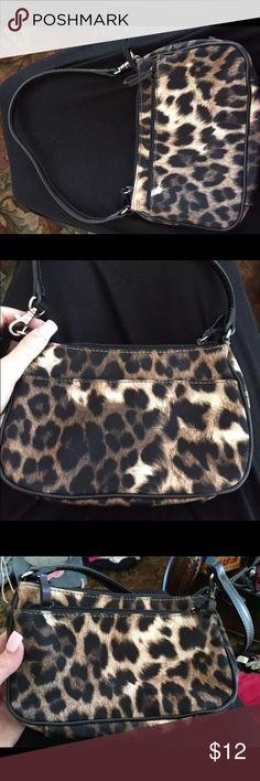 Nine West Cheetah purse Great condition. Nine West Bags Nine West, Cheetah, Louis Vuitton Damier, Purses, Pattern, Bags, Handbags, Handbags, Patterns