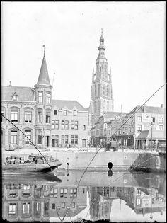 Breda - Gezicht op de Haven, gezien vanuit het noordwesten. Links het oude postkantoor en rechts de Vishal met op de achtergrond de toren van de Grote Kerk - Stadsarchief Breda