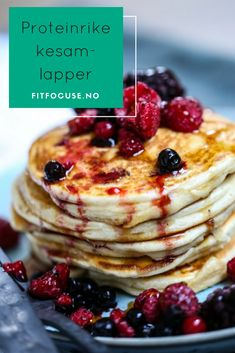 Proteinrike kesamlapper fra FitFocuse er en sunn og smakrik frokost, som også kan nytes som snacks eller lunsj | Sunne snacks | Sommermat | Oppskrift frokost | Proteinrike snacks | Proteinrik frokost Good Healthy Recipes, Healthy Snacks, Canned Blueberries, Vegan Scones, Tapas, Scones Ingredients, Food Porn, Cake Recipes, Food And Drink